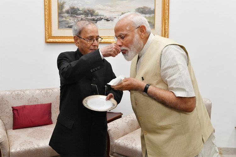PM Narendra Modi meets Former President Pranab Mukherjee   Twitter- India TV Hindi
