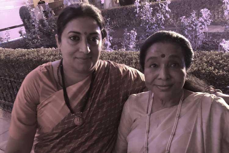 smriti irani and asha bhosle- India TV Hindi
