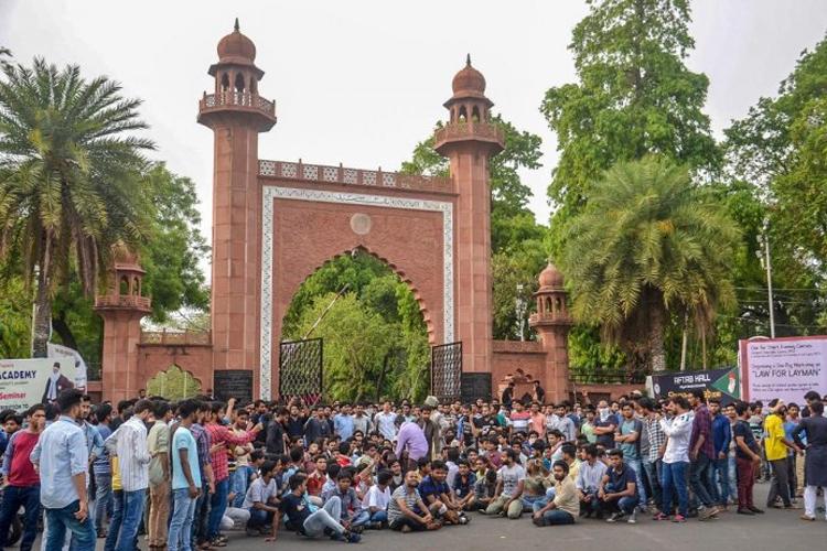 योग दिवस के विरोध में अलीगढ़ मुस्लिम यूनिवर्सिटी, लगाया मजहब थोपने की कोशिश का आरोप- India TV Hindi
