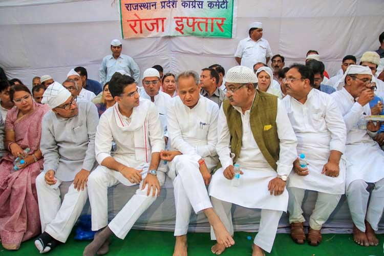 Rajasthan Chief Minister Ashok Gehlot with Rajasthan...- India TV Hindi