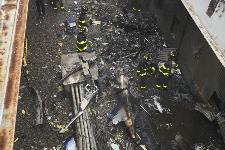 A helicopter crash-landed on the roof of a 750-foot AXA Equitable building in Manhattan | AP- India TV Hindi
