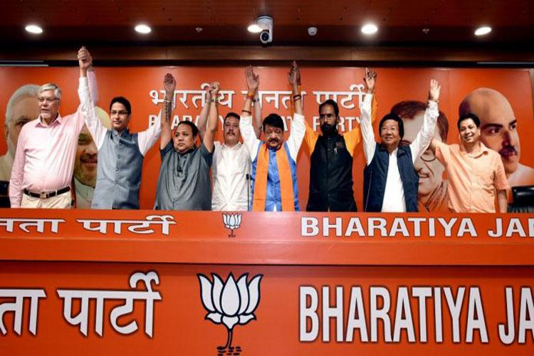 Mamata Banerjee's govt may not survive till 2021: BJP leader Kailash Vijayvargiya- India TV Hindi