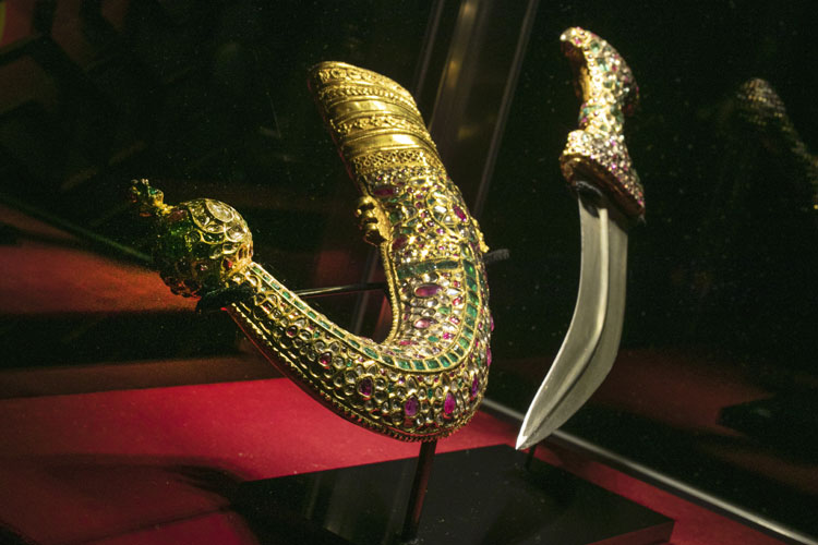 gold-mounted dagger and scabbard, of the Nizam of Hyderabad- India TV Hindi