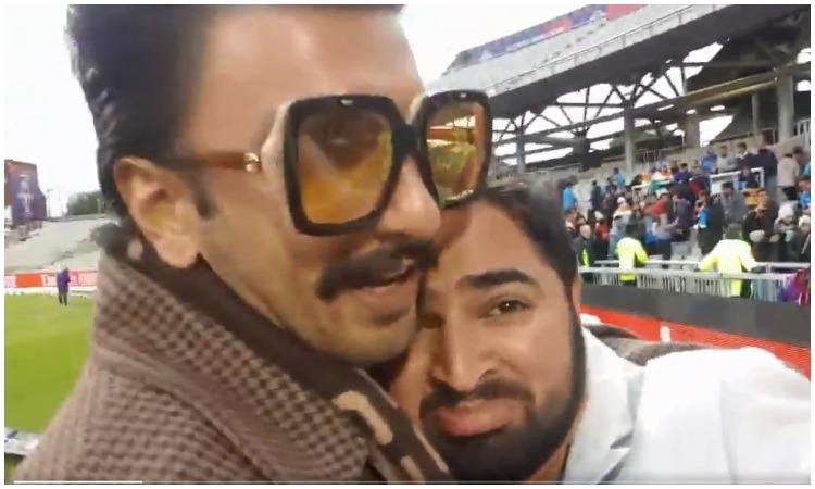 Ranveer singh hug pakistani fan- India TV Hindi