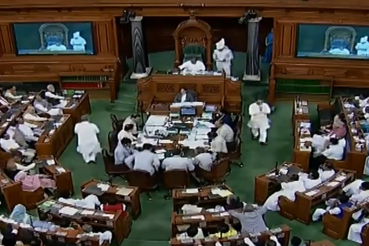 MPs from West Bengal greeted with Jai Shri Ram slogans in Lok Sabha at time of oath taking- India TV Hindi