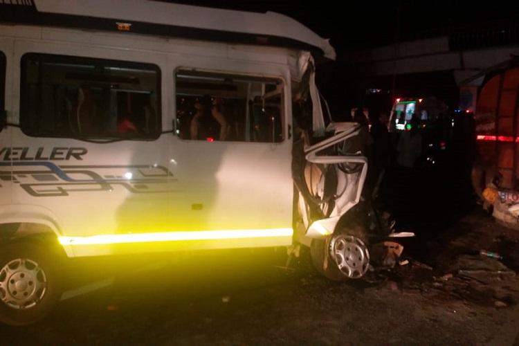 =Massive road accident, three dead- India TV Hindi