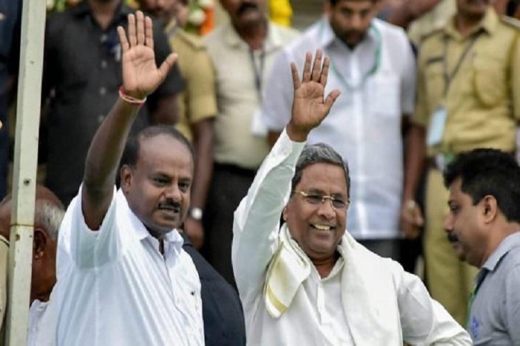 Kumaraswamy (left) with Siddaramaiah (right) (File...- India TV Hindi