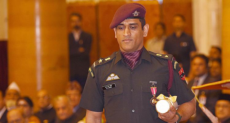पैराशूट रेजिमेंट के साथ ट्रेनिंग के लिए एमएस धोनी को मिली इजाजत, क्रिकेट से दूर सेना के साथ समय बिता- India TV Hindi