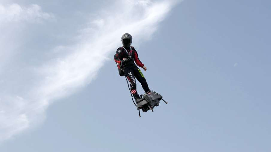 Franky Zapata, the flyboard inventor fails in his attempt to cross English Channel | AP Photo- India TV Hindi