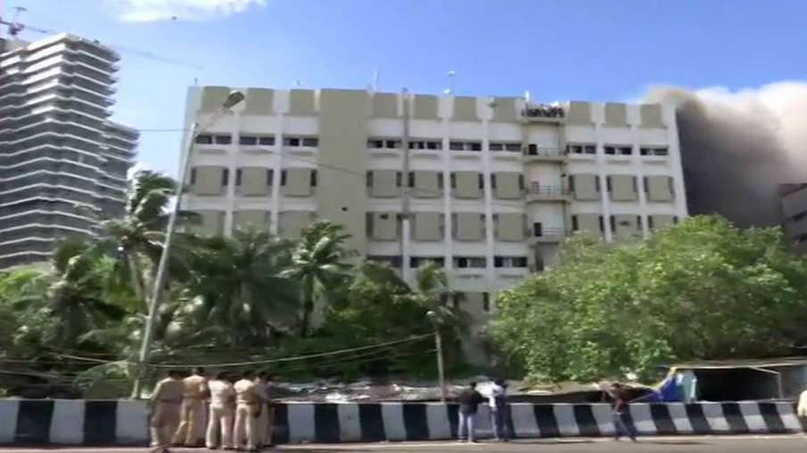 Fire breaks out in MTNL building at Bandra- India TV Hindi
