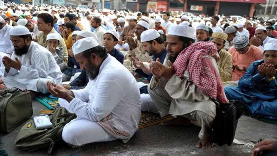 उत्तर प्रदेश में सड़क पर 'नमाज' का 'हनुमान चालीसा' का पाठ कर किया विरोध- India TV Hindi
