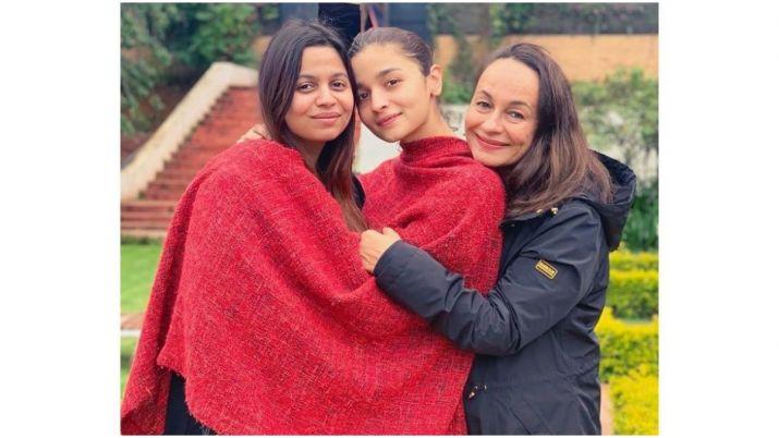 Alia bhatt with soni razdan and shaheen bhatt- India TV Hindi
