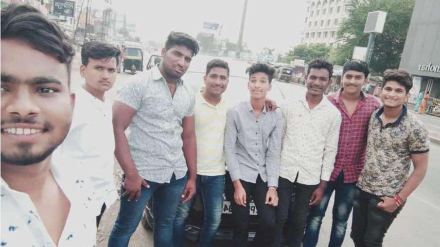 पुणे में बड़ा सड़क हादसा, कार-ट्रक टक्कर में 9 छात्रों की मौत- India TV Hindi