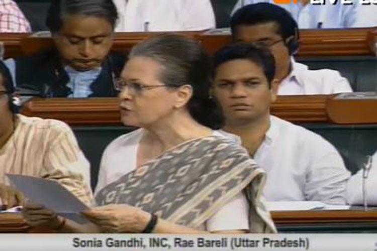 सोनिया गांधी ने लोकसभा में रायबरेली का मुद्दा उठाया- India TV Hindi
