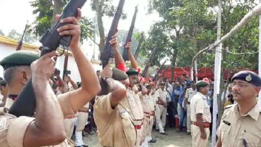ऐन मौके पर धोखा दे गया पुलिस का हथियार, पूर्व मुख्यमंत्री को देनी थी 21 बंदूकों की सलामी लेकिन एक भी- India TV Hindi