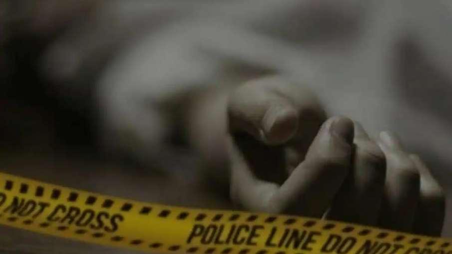 आगरा में पति ने पहले पत्नी को पिलाई मच्छर मारने की दवा, फिर गला घोंटकर की हत्या- India TV Hindi
