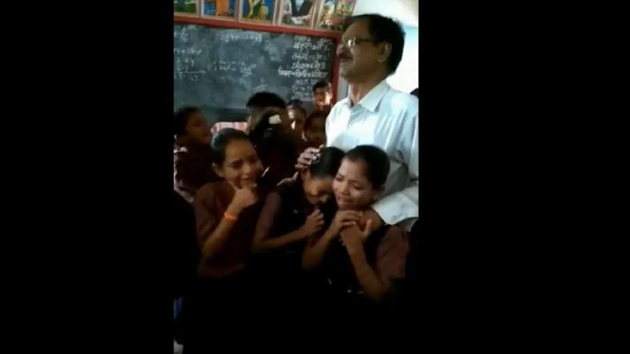 अध्यापक के ट्रांसफर...- India TV Hindi