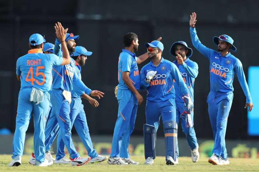 भारत बनाम वेस्टइंडीज, दूसरा वनडे: कोहली की शतकीय पारी के बाद भुवी की घातक गेंदबाजी, भारत ने 59 रनों - India TV Hindi