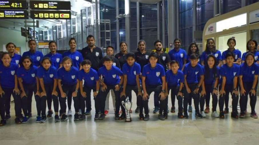 महिला फुटबाल : कोटिफ कप में भारतीय टीम को मिली अच्छे खेल के लिए विशेष ट्रॉफी- India TV Hindi