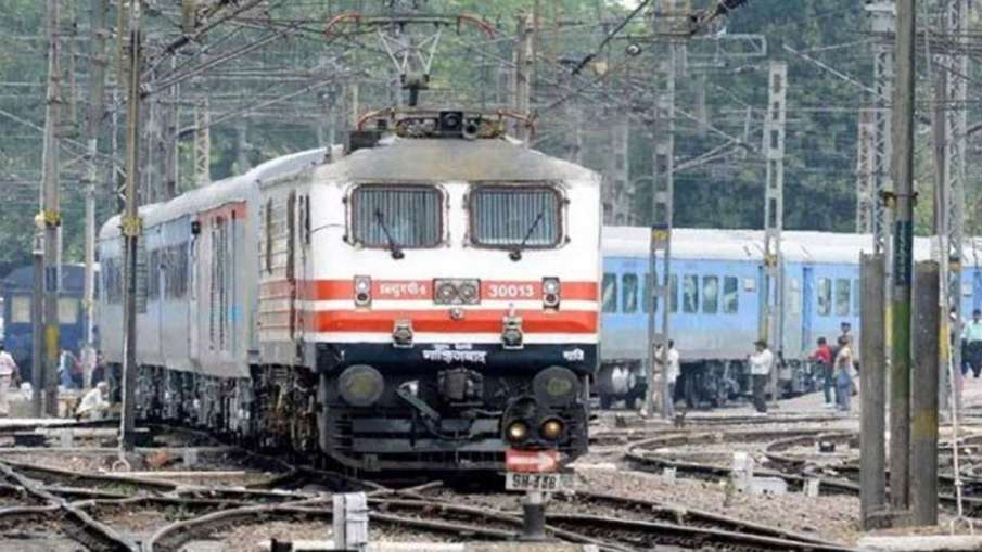 Chasing thief, mother and daughter mowed down by train in Mathura of Uttar Pradesh | PTI Representat- India TV Hindi