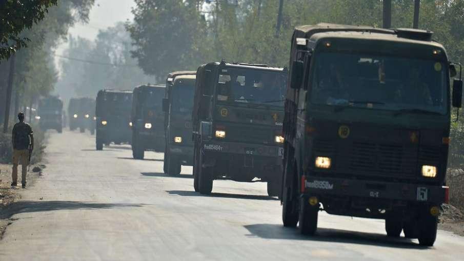 कश्मीर में बड़े एक्शन का काउंटडाउन! श्रीनगर जा रही फ्लाइट से विदेशी यात्रियों को उतारा गया- India TV Hindi