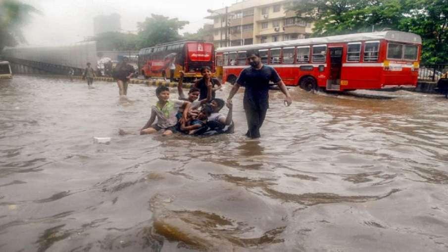 Heavy rainfall and waterlogged in Mumbai- India TV Hindi