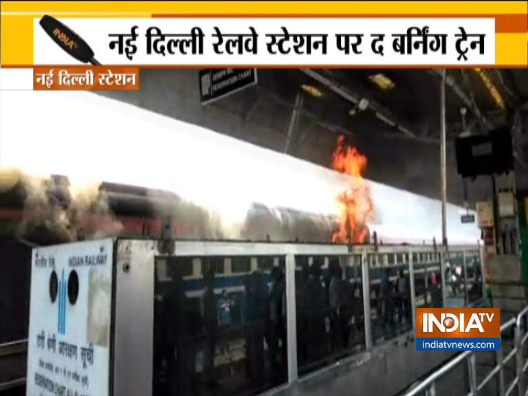 Fire at New Delhi Railway Station- India TV Hindi