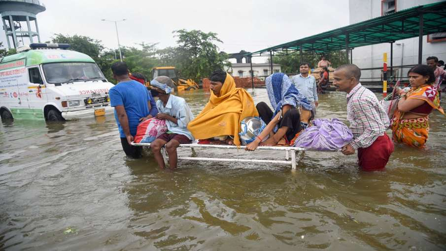 Patients being shifted from flooded Nalanda Medical...- India TV Hindi