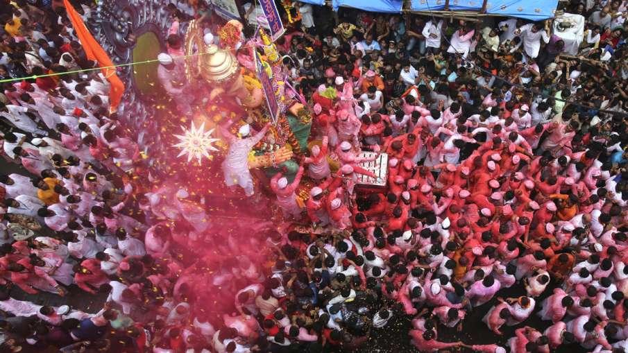 More than 38000 Ganpati idols immersed at 129 spots in Mumbai- India TV Hindi