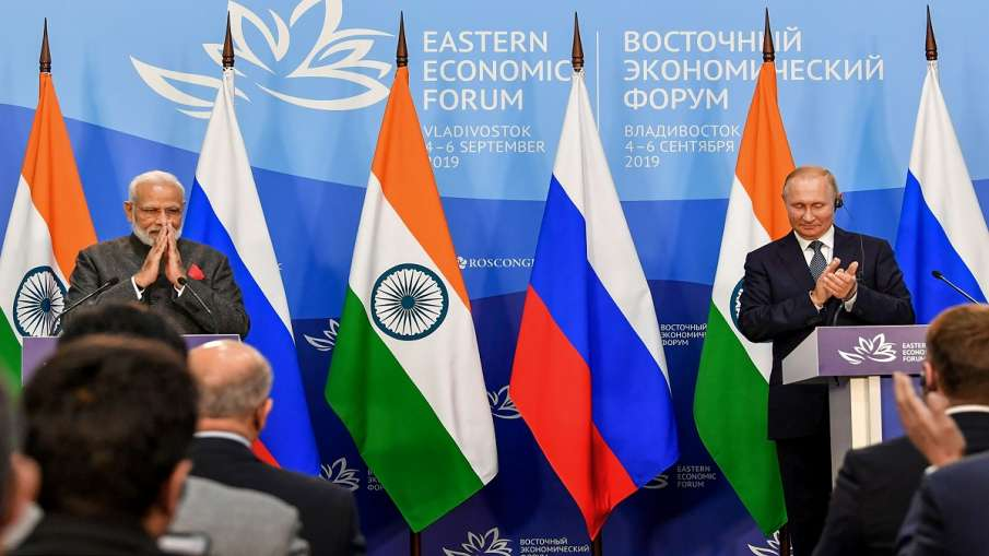 Prime Minister Narendra Modi with President of Russian Federation Vladimir Putin during the joint pr- India TV Hindi
