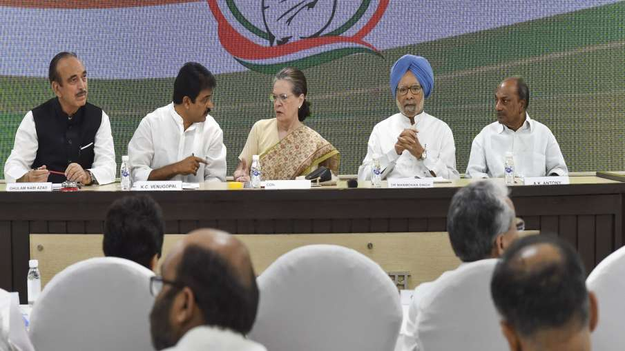 Congress interim president Sonia Gandhi, flanked by...- India TV Hindi