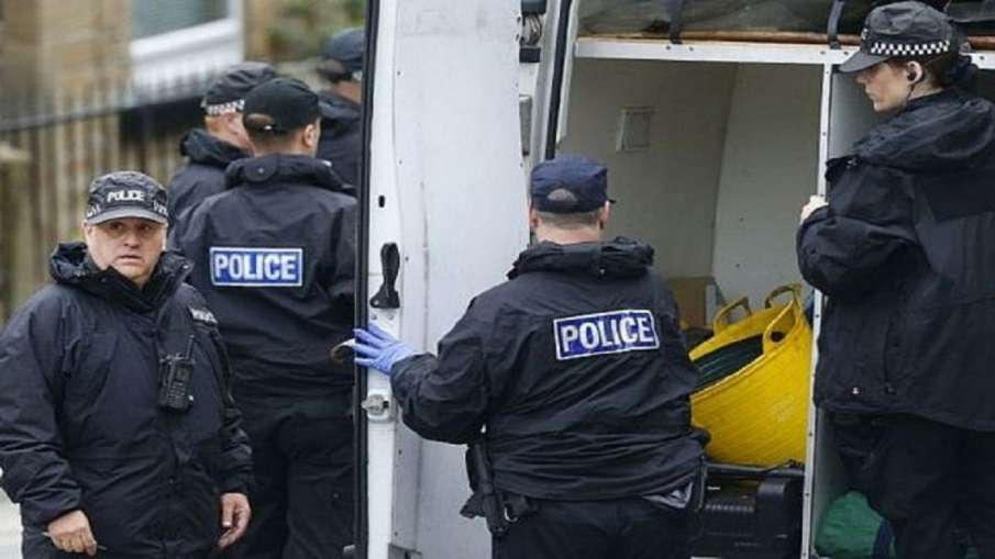 39 dead bodies found in truck container in UK- India TV Hindi