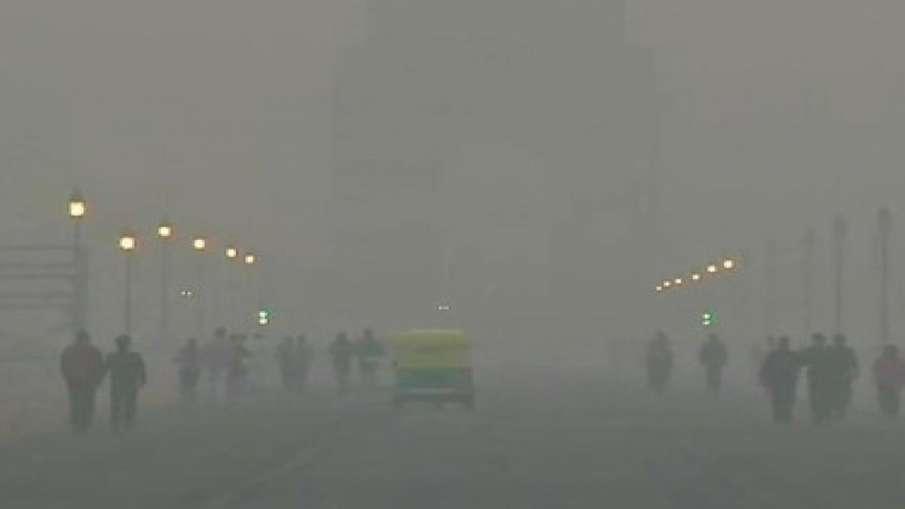 महीने में चौथी बार दिल्ली एनसीआर की हालत खराब, प्रदूषण 500 के पार; सांस में ले रहे औसतन 25 सिगरेट का- India TV Hindi