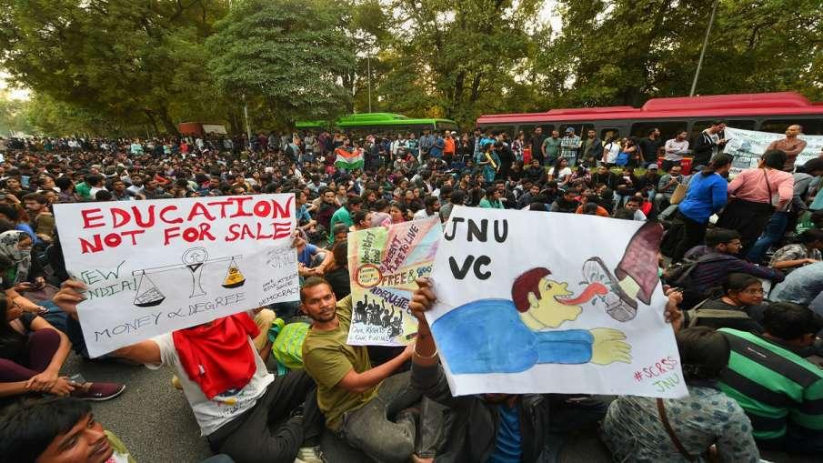 जेएनयू में जारी है फीस पर फसाद, पुलिस ने की एफआईआर, वीसी पहुंचे हाईकोर्ट- India TV Hindi
