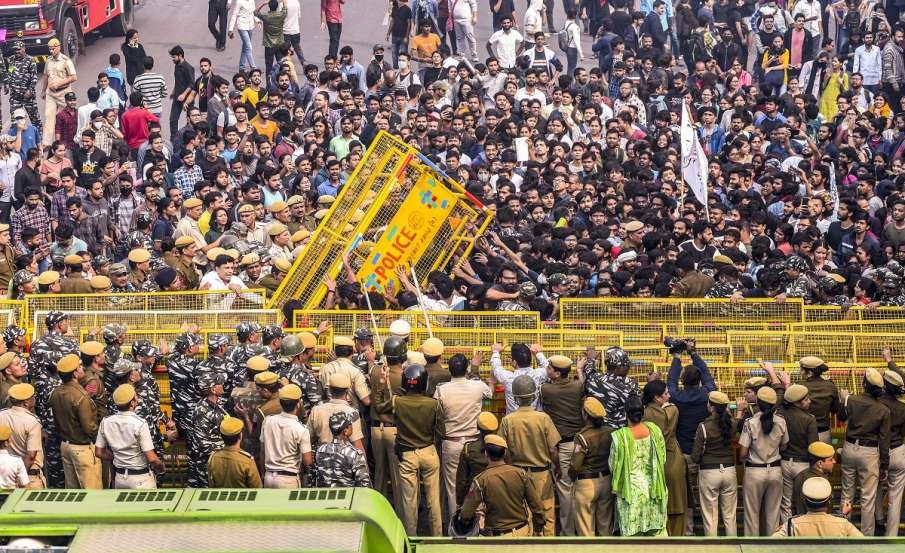 Jawaharlal Nehru University students clash with police...- India TV Hindi