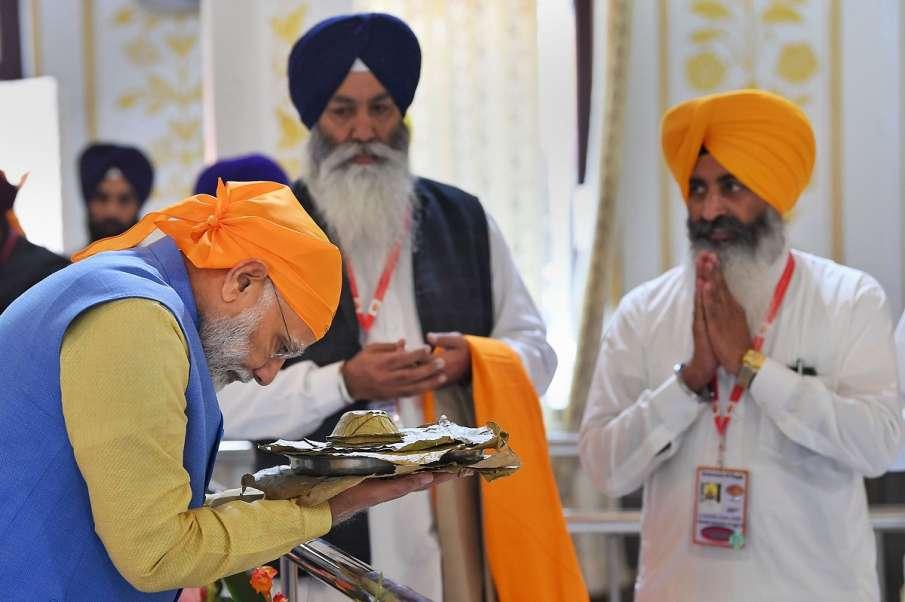 Prime Minister Narendra Modi receives 'parsad' after...- India TV Hindi