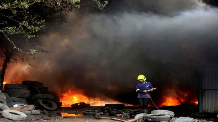 More than two dozen slums burned in a fierce fire in...- India TV Hindi