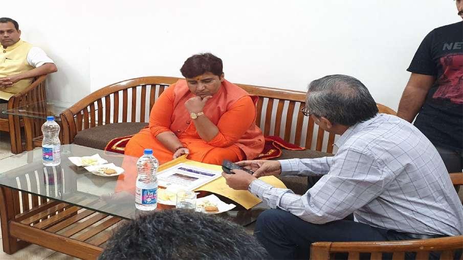 Pragya Thakur's complaint against Rahul Gandhi may be sent to privilege committee- India TV Hindi