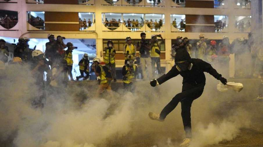 Hong Kong protesters, Hong Kong protests, Hong Kong protesters tear gassed- India TV Hindi