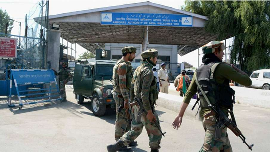 जम्मू और श्रीनगर एयरपोर्ट की सुरक्षा अब CISF के हवाले, दविन्दर सिंह की गिरफ्तारी के बाद फैसला- India TV Hindi