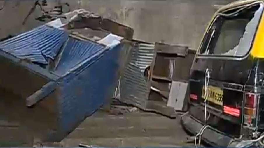 चेंबूर में पत्थरबाजी और तोड़फोड़- India TV Hindi