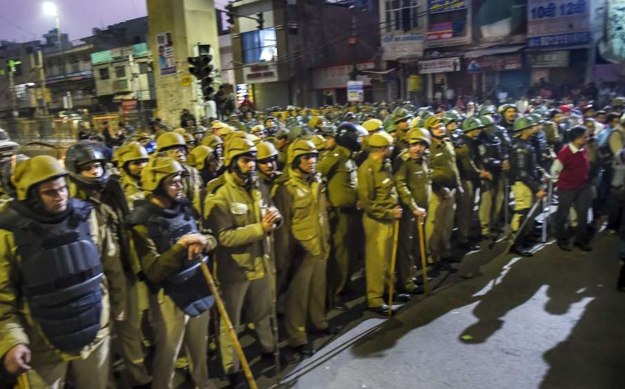Northeast Delhi riots: 683 cases registered, 1,983 people either detained or arrested, say police- India TV Hindi
