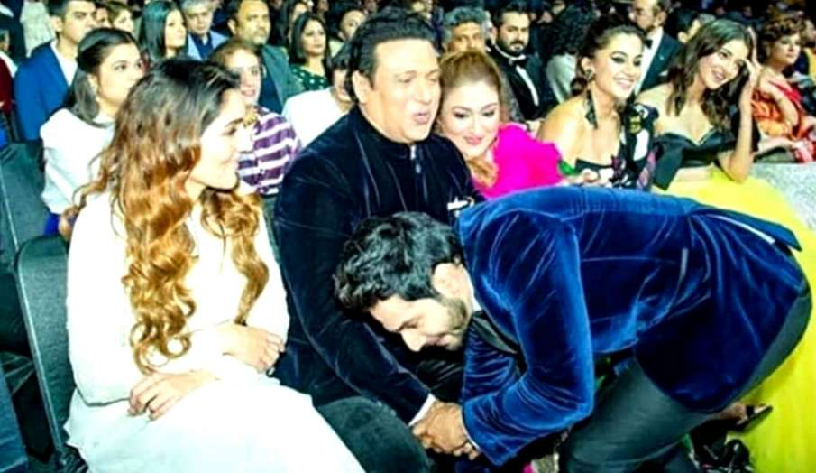 Varun Dhawan touches Govinda feet- India TV Hindi