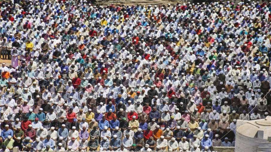 Mumbai: Muslims offer Friday prayers amid growing scare...- India TV Hindi