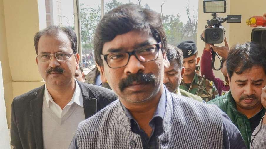झारखंड: मुख्यमंत्री ने लिया 5 घंटे में संज्ञान, 2 घंटे में निलंबित हो गया पुलिस जवान- India TV Hindi