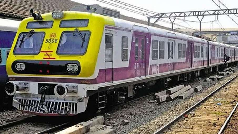 Mumbai Local train service suspended - India TV Hindi
