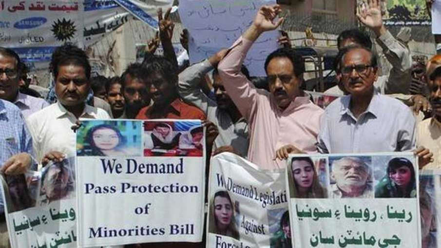 Pakistani Hindus, Pakistan Hindus, Pakistan, Hindus, Hindus protest against couple abduction- India TV Hindi