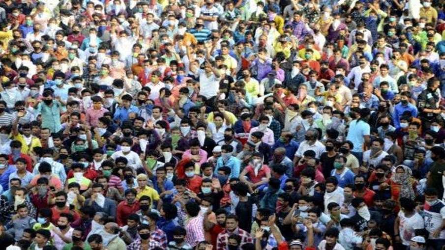 Migrants protest in Mumbai, FIR against TV journalist- India TV Hindi