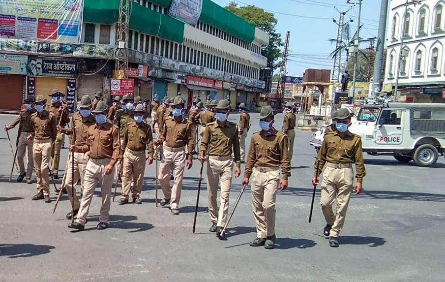 भीलवाड़ा में आज से 'महाकर्फ्यू', 13 अप्रैल तक घर से बाहर निकलने पर रोक; एनजीओ-मीडिया को जारी पास भी - India TV Hindi