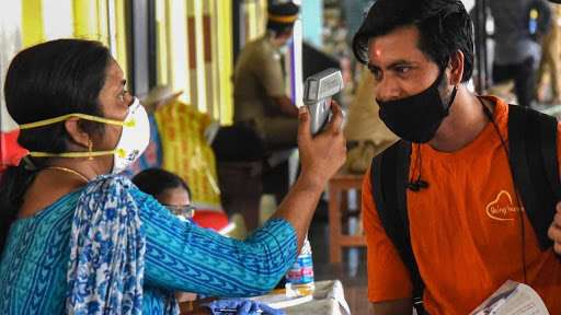 बिहार: कोरोना संदिग्धों की स्क्रीनिंग के आदेश के बाद दरभंगा के डीएम को गोली मारने की धमकी, ईनाम की घ- India TV Hindi